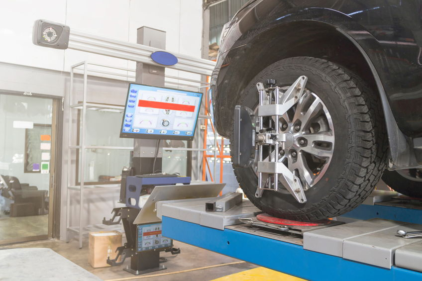 Car on the Car Steering Wheel Balancer and Calibrate with laser