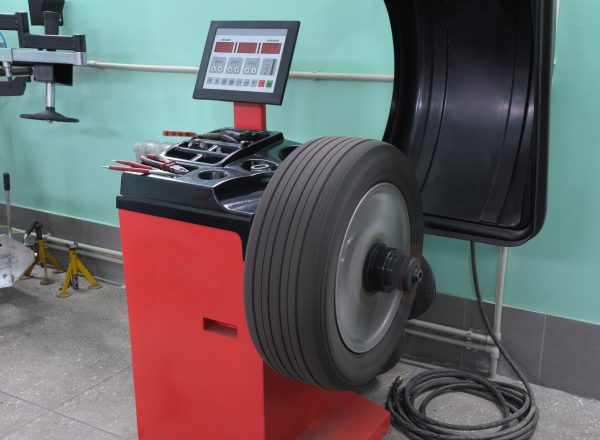 Rice Tire Computer Balancing Wheel and Tire